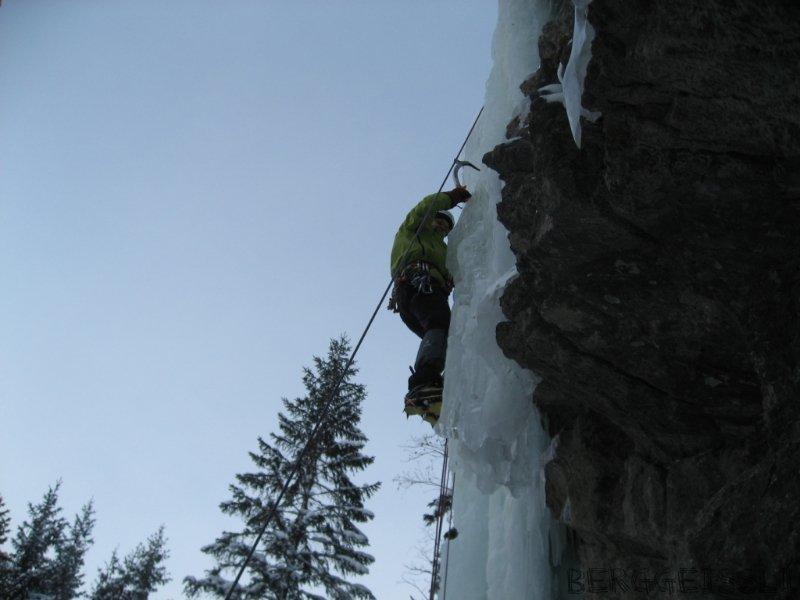 2010-eisklettern-urnerboden-46